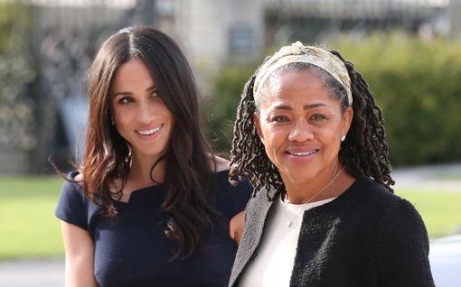 Meghanin äiti tukee tytärtään kohun keskellä – myös ystävä kiirehti herttuattaren luo Kanadaan