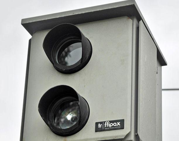 Poliisin Facebook-paljastuksella haluttiin muistuttaa ihmisiä siitä, että nopeuden valvonta toimii pääsiäisenäkin.