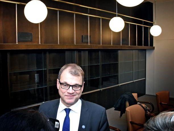 Pääministeri Juha Sipilä (kesk) on tällä vaalikaudella ollut usein median edessä selittelemässä uhkauksiaan ja näytelmiään.