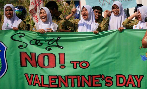 Opiskelijat osoittivat konservatiivisessa Acehissa mieltään Valentine's Dayta vastaan arkistokuvassa.
