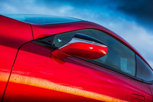 Lexus LC500h:ta jaksaa ihastella monesta kulmasta.
