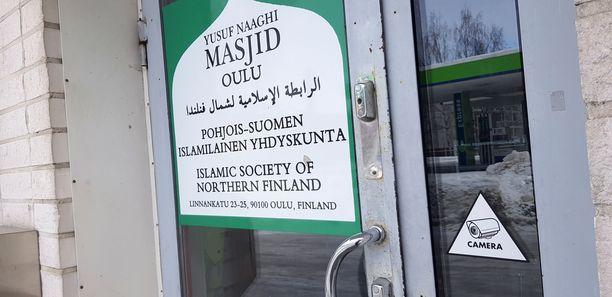 Oulun moskeijan imaamin Abdul Mannanin ja hänen Isiksen riveissä menehtyneen vävynsä yhteinen yritys on rekisteröity moskeijan osoitteeseen.