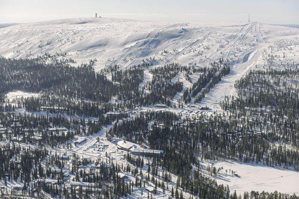 Lumivyöry tapahtui rinteen hoitamattomalla alueella. Kuvassa Luostotunturin hiihtokeskus.