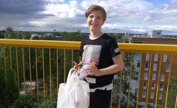 12-vuotiaalla Joona Ritakorvella on jo jos jonkinmoista myyntikokemusta. Toissajouluna hän myi leipomiaan keksejä ovelta ovelle ja ennen myyntikierrosta harjoitteli kutakin asiakasryhmää varten oikeanlaisia myynti-ilmeitä