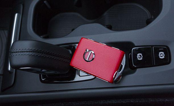Etänä aktivoitavaa avainta säilytetään esimerkiksi hansikaslokerossa.