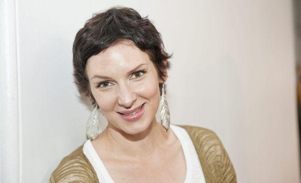 Anu Pensola muistetaan TV-juontajana ohjelmista Yllytyshullut ja Ratula.