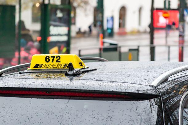 Taksiliitto arvostelee kovin sanoin liikennepalvelulakia.