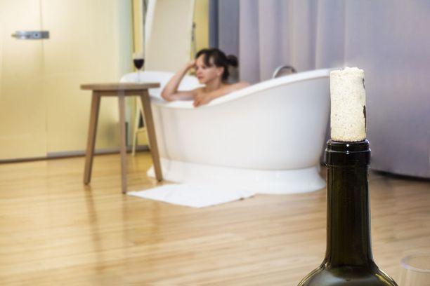 Monessa hotellissa kylpyammeet on sijoitettu makuuhuoneisiin. Joillekin se sopii, monille ei.