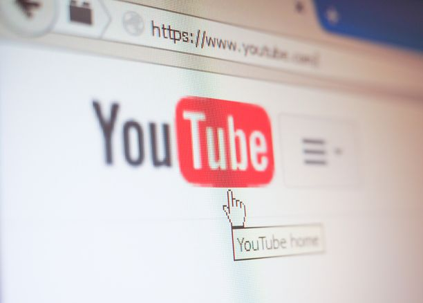 Videoiden kommenttikentät rikkovat räikeästi Youtuben sääntöjä.