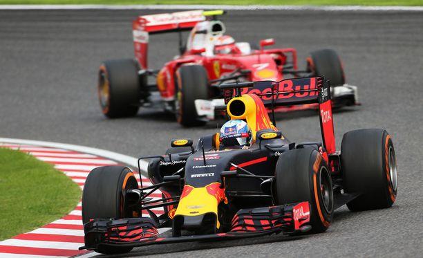 Daniel Ricciardo ja Kimi Räikkönen taistelivat kilpailun alkuvaiheilla viidennestä sijasta. Taistelu kääntyi lopulta Räikkösen eduksi.