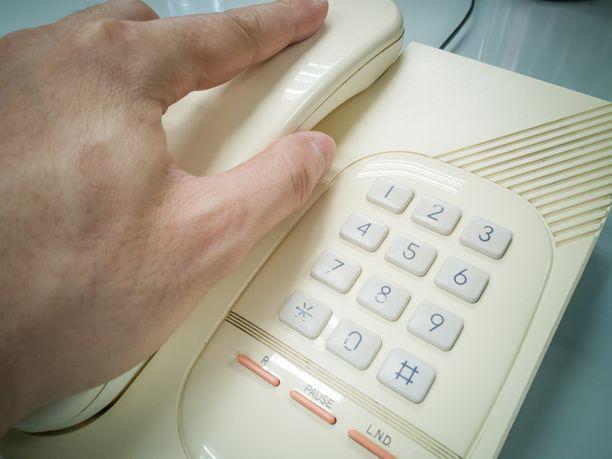 Kaikki eivät halua omistaa matkapuhelinta, vaan lankaliittymä palvelee parhaiten. Kuvituskuva.