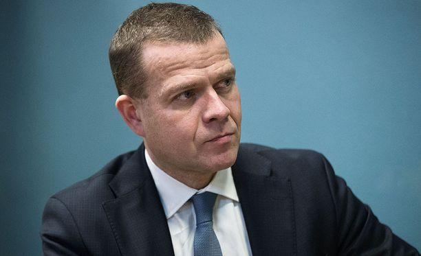 Sote-uudistuksessa keskiviikkona saavutettu uusin kompromissi kirvelee kokoomusta, kirjoittaa Olli Ainola.