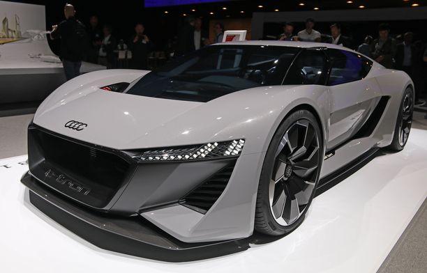 Jo aiemmin Pebble Beachissä esitelty urheiluauton konseptimalli Audi PB18 e-tron  antoi viitteitä tulevasta.