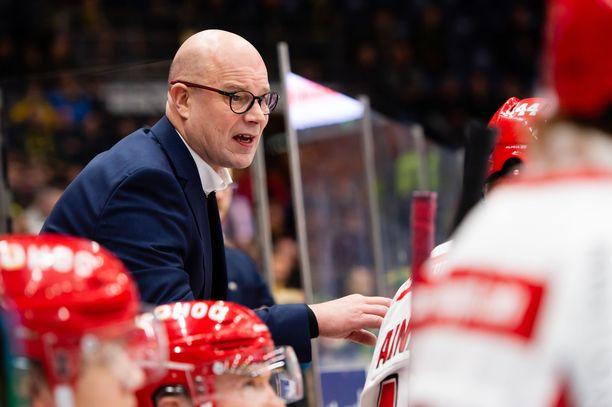 Risto Dufvan luotsaama Sport jäi nollille Kärppiä vastaan.