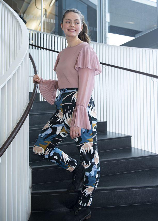 – Pääsen tukemaan kahdella eri tasolla suomalaista tekemistä: sekä vaatelainaamoni yrittäjiä että suomalaisia yrityksiä, joiden vaatteita yhteiseen vaatekaappiimme ostetaan, Inka Khanji sanoo.