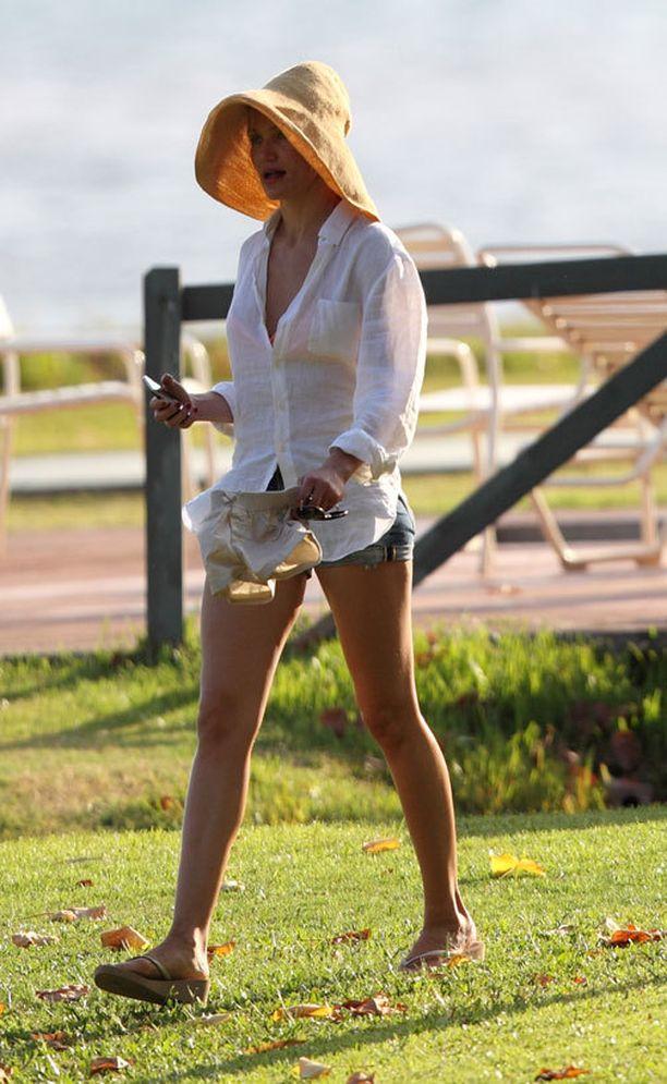 Cameron jälleen piukoissa shortseissa lomatunnelmissa Hawajilla.
