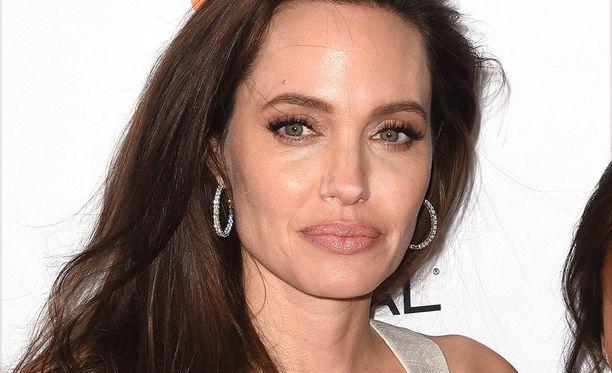 Saako Angelina Jolie vielä välinsä kuntoon Brad Pittin kanssa?