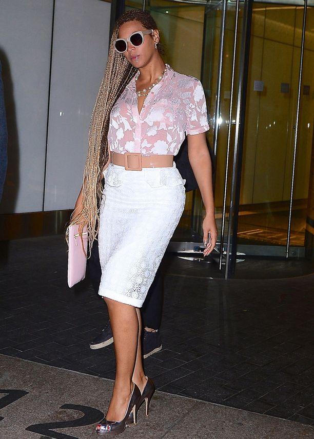 Beyoncé vaihtoi kesäksi näyttävään lettikampaukseen.
