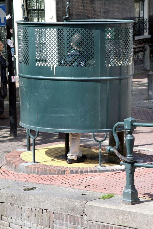 Tuomarin kehotus naiselle käyttää miehille tarkoitettuja vessoja on saanut aikaan seksismikohun Hollannissa. Arkistokuva Amsterdamista.