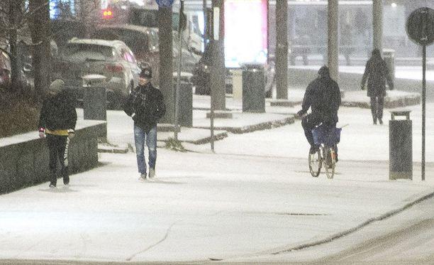 Synkkä keli jatkuu Etelä-Suomessa ainakin perjantaihin.