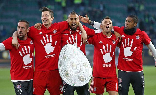 Bayern Münchenin pelaajat juhlivat jo viidettä peräkkäistä Saksan mestaruutta.
