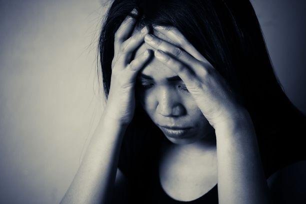 Kunniaan liittyvä väkivalta kietoutuu voimakkaasti naisten ja tyttöjen ajateltuun siveellisyyteen. Kuvituskuva.