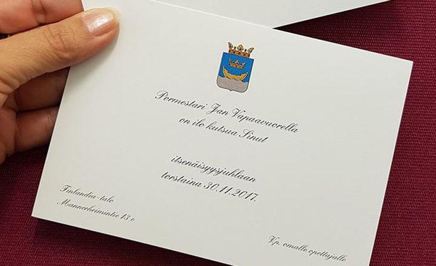 Jokainen oppilas saa Finlandia-talossa tanssittavaan juhlaan henkilökohtaisen kutsukortin pormestarilta.