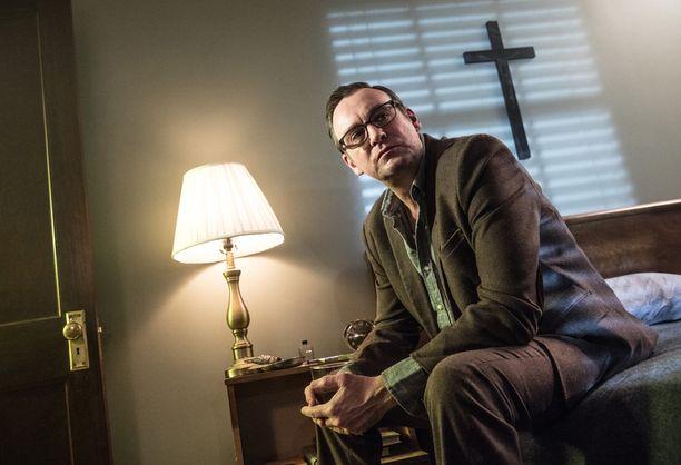 Philip Glenister esittää pastori Andersonia.