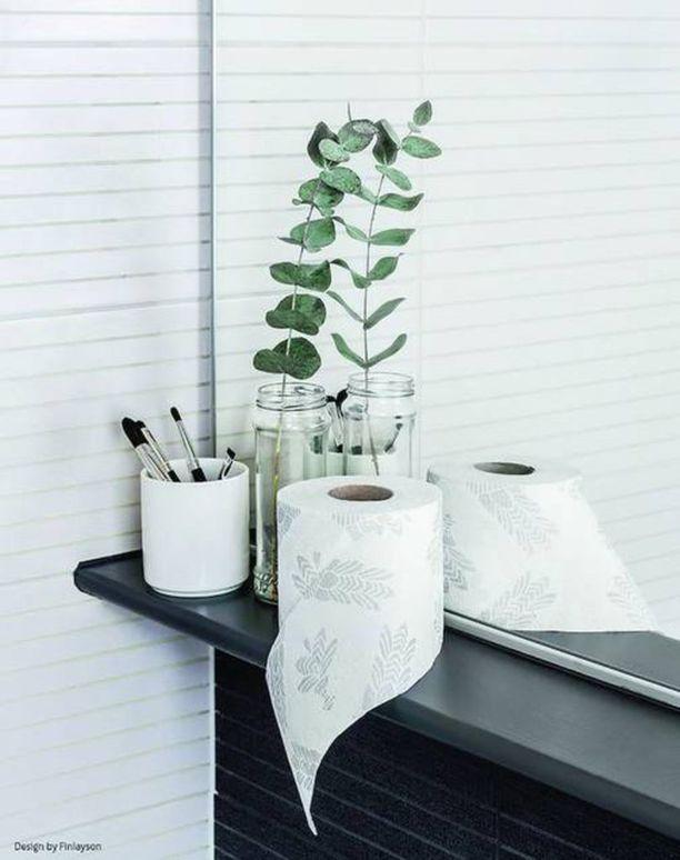 Myös talous- ja wc-paperirullista löytyy juhlavuoden kunniaksi kansallisromanttista designia. Finlaysonin Juhla-kuosi on painettu Lambin Nordic design -papereihin, joita myydään vain Suomessa.