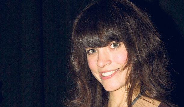 Jenni Banerjee edusti eilen Elle-lehden Style Awards -gaalassa ilman uutta miesystäväänsä Olli Saarelaa. - Emme tulleet yhdessä. Ovathan ihmissuhdeasiat aina ihania. Ne piristävä, Jenni hehkui.