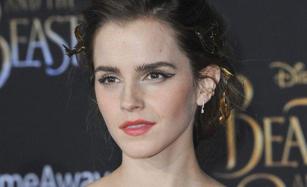 Emma Watson ihmettelee kuviensa saamaa kritiikkiä.