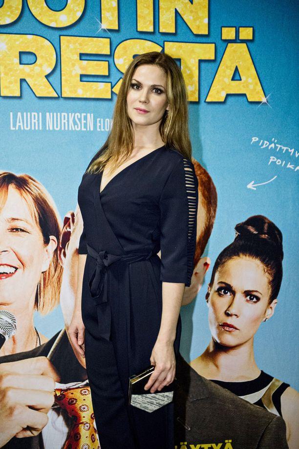 """Näyttelijä Pihla Viitala kertoo, että """"kauheaa"""" roolihahmoa oli hauska näytellä."""