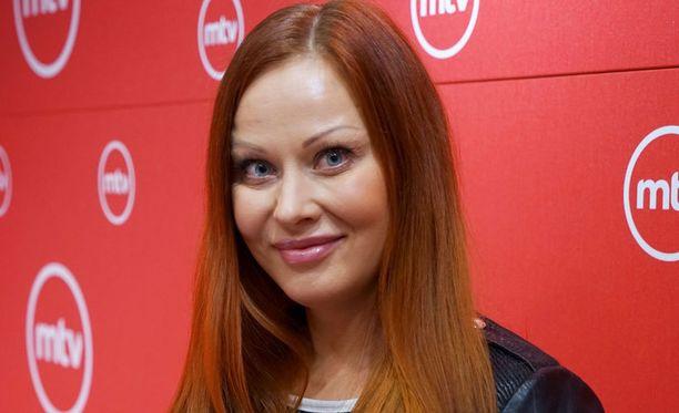 Jenni Levävaara hyppäsi ohjelman kuvauksiin suoraan bikini fitness -kisoista.