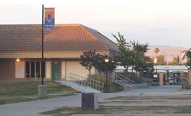 Trudy Hill on opettajana Santa Teresa High Schoolissa San Josessa Kaliforniassa.