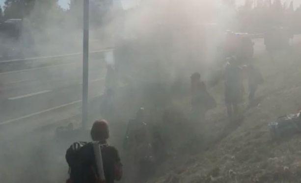 Moottorivika aiheutti sankan savupilven. Tilanne pelästytti osan matkustajista.