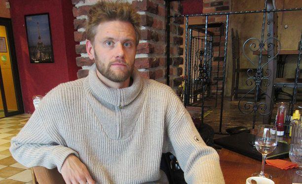 Stand up -koomikko Toni Jyvälä kertoo avoimesti addiktiostaan.