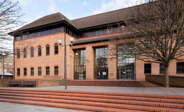 Oikeutta istuttiin Derbyn oikeustalolla.
