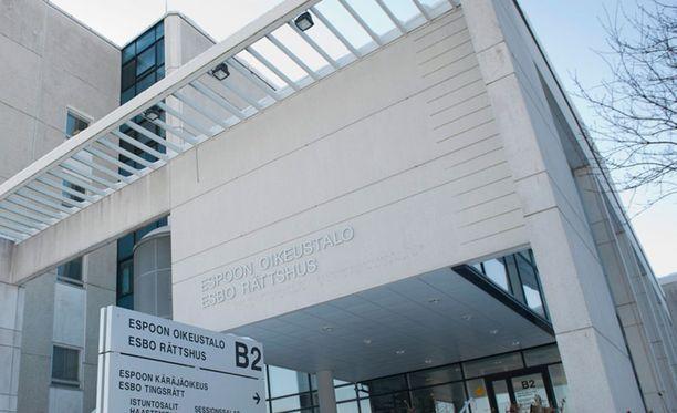 Espoon käräjäoikeus katsoi, että mies on syyllistynyt tapon yritykseen ja tuomitsi hänet neljän vuoden vankeuteen.