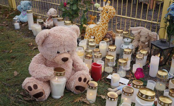 Mies surmasi 3-vuotiaan lapsensa maanantaina 13. marraskuuta puukolla porvoolaisessa leikkipuistossa.