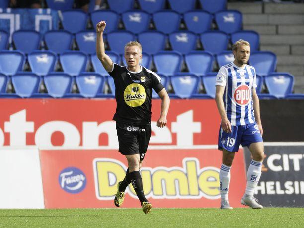 KUPS:n Ilmari Niskanen tuuletti 0-1-maaliaan HJK:ta vastaan, kun joukkueet viimeksi kohtasivat.