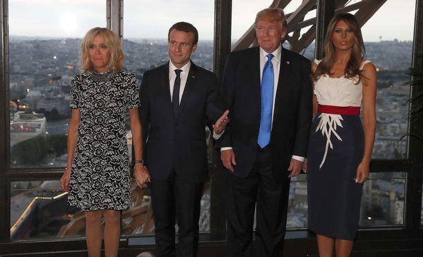 Presidenttiparit illastivat Jules Verne -ravintolassa Eiffel-tornissa Pariisissa torstain päätteeksi.