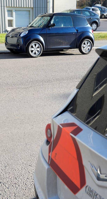 Laki ei edellytä mopoautolta parkkikiekon käyttöä. (Kuvan auto ei liity tapaukseen).