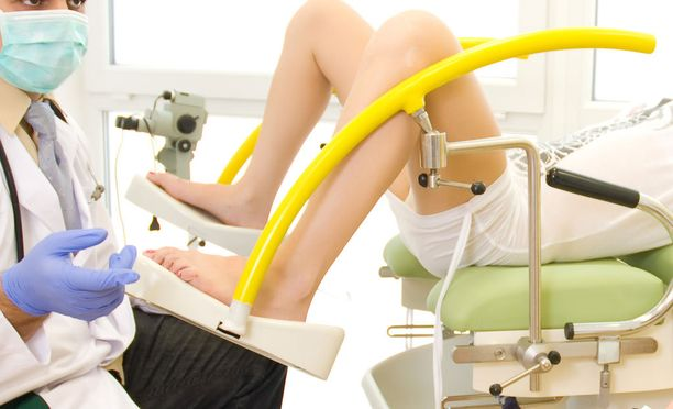 Intiimialueen kirurgiset toimenpiteet yleistyvät Suomessa. Kirurgin pöydälle hakeudutaan terveydellisistä, mutta myös puhtaasti esteettisistä syistä.