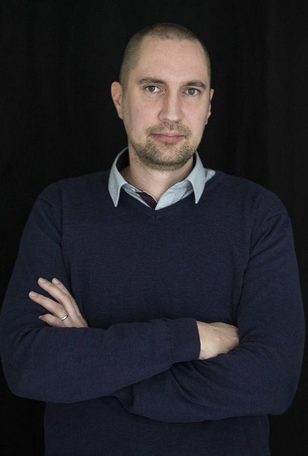 Erilaisuuden ja ulkopuolisuuden tunteet tulivat Heikki Palviaiselle lapsuudessa tutuiksi.