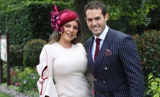 Kelly Brook edusti Royal Ascot -hevostapahtumassa miesystävänsä Jeremy Parisin rinnalla.