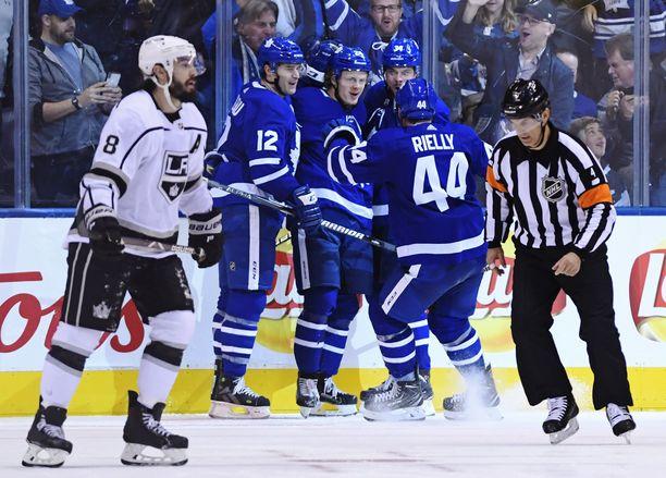 Patrick Marleau, Kasperi Kapanen ja Auston Matthews muodostavat koko NHL:n kuumimman ketjun. Peräti 13 tehopistettä saldottanut Morgan Rielly johtaa pakkien pistepörssiä.