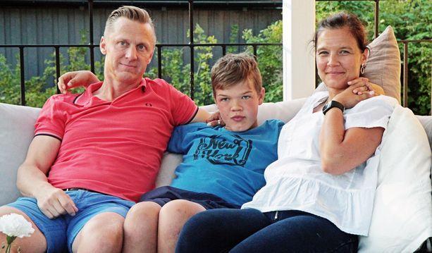 Oliver on Mikan ja Pian esikoinen. Molemmat vanhemmat ovat terveitä, vaikka he kantavatkin geenivirhettä. Oliver on sairastunut, koska virhe on periytynyt sekä isältä että äidiltä.