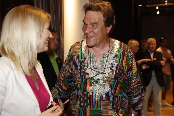 Kimmo Kiljunen oli pukeutunut rennon kesäisesti