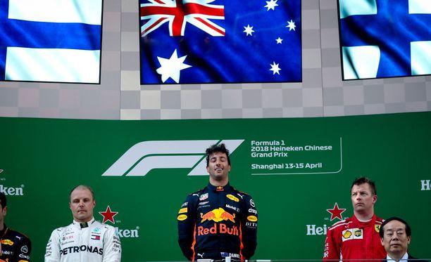 Daniel Ricciardo saattaa viedä ensi kaudella joko Valtteri Bottaksen paikan Mercedeksellä tai Kimi Räikkösen paikan Ferrarilla.