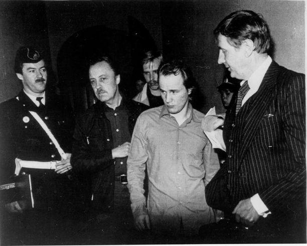 Ruotsin poliisi otti kiinni pankkikoplaa johtaneen Jari Pullisen 1981. Ryöstöistä ja erilaisista väkivallanteoista Pullinen sai 17 vuotta vankeutta.